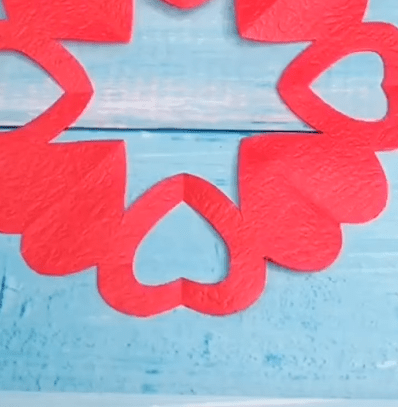 how to make a paper love hearts circle