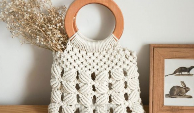 macrame bag tutorial with round wooden handles